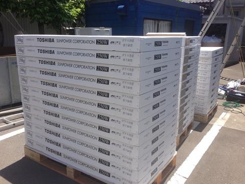 バックコンタクト方式を採用、モジュール変換効率世界NO.1!  TOSHIBA製 250Wモジュール。