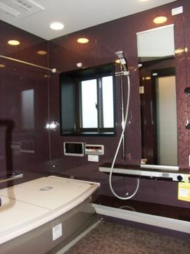 寒いタイルのお風呂から断熱魔法瓶浴槽のTOTOスプリノへ。温かいだけでなく、奥様の掃除のお手間がいっぺんに解消!