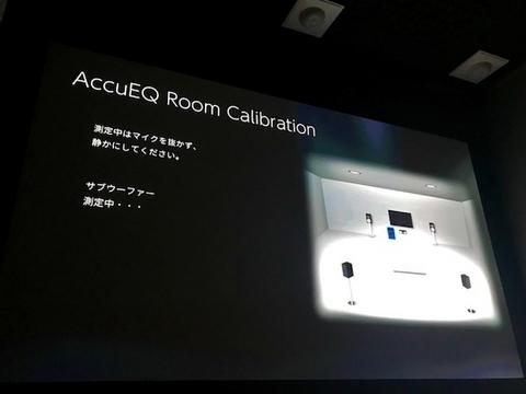部屋に入る最大サイズの100インチスクリーンを設置しました。
