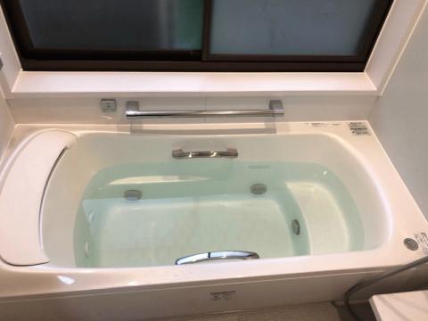 身も心もリラックスできる楽湯を搭載したファーストクラス浴槽です。